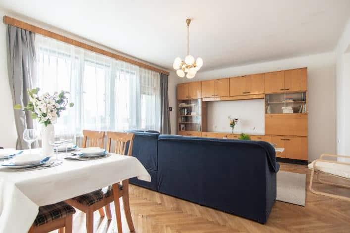 Home staging zařízené nemovitosti (byt vcihlovém domě vpůvodním stavu) PO